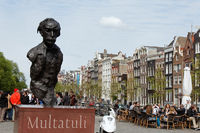 Statue Multatuli in Amsterdam