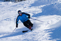 carving skier