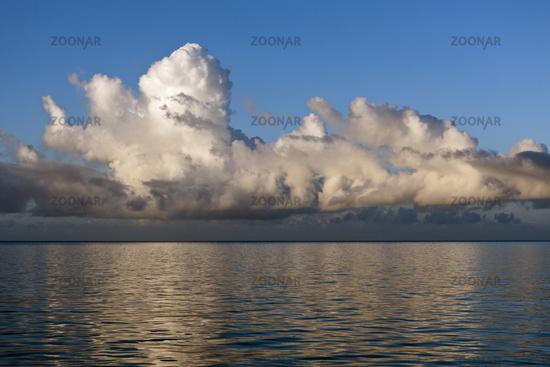 Wolken ueber dem Meer, Fidschi