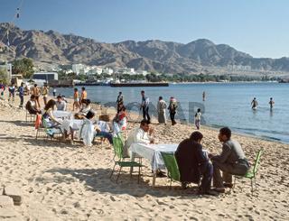 Strandszene mit Strandrestaurant in Aqaba