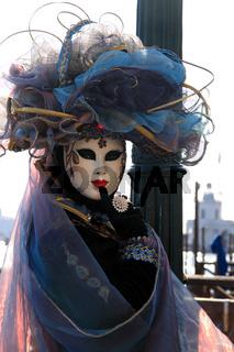 Nachdenkliche Maske
