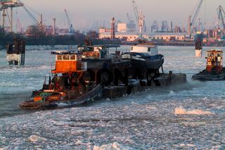 Hamburg - Hamburger Hafen Schlepper im Winter
