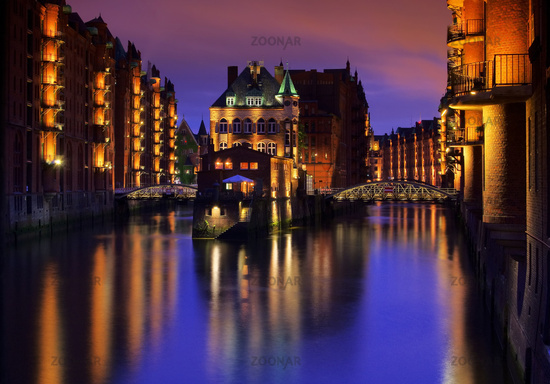 Hamburg Speicherstadt Wasserschloss Nacht - Hamburg city of warehouses palace at night 02