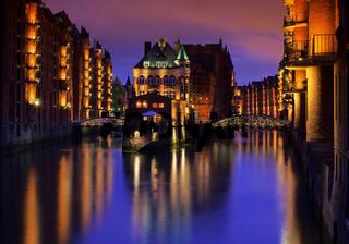 Hamburg Speicherstadt Wasserschloss Nacht - Hamburg city of warehouses palace at night 02