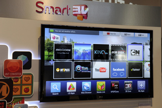 Smart TV, Verbindung von TV und Internet auf der Internationalen Funkausstellung IFA 2011, Berlin, Deutschland Europa