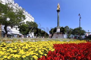 Graz - Mariensäule mit Blumenbeet im Vordergrund