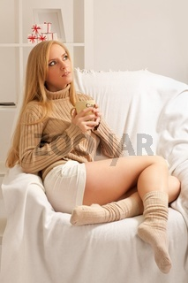 girl with coffe cup