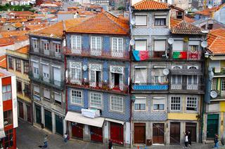 Typische historische Häuserzeile in Porto