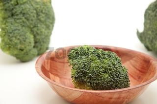 Brokkoli in Holzschüssel