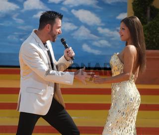 Sänger Michael Wendler mit Anika in ARD Show 'immer wieder sonntags' 07.07.2013 im Europapark Rust