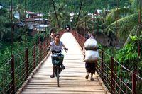 Auf einer Brücke in Nordlaos