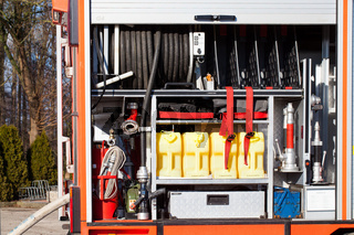 Feuerwehr Einsatzfahrzeug mit Ausrüstung