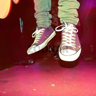 Füße in der Luft, Chucks, Party