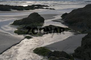Ebbe an der Küste der Presque-Ille-de Crozon
