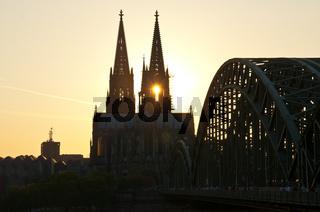 Abendstimmung am Kölner Dom, Hohenzollernbrücke, Köln, Nordrhein-Westfalen, Deutschland, Europa
