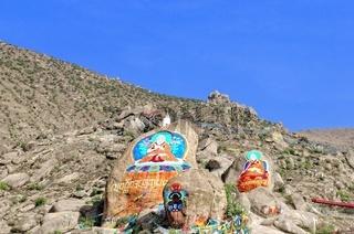 Buddhistische Malerei auf dem Felsen