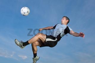 Fußballer im Fallrückzieher