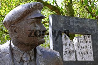 Denkmal für Wilhelm Kaisen in Bremen, Statue of Wilhelm Kaisen, Bremen, Germany