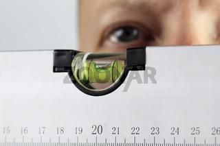 Measure precision - review mount of spirit level