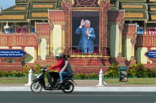 Bildnis des verstorbenen Königs Norodom Sihanouk vor dem Mondschein-Pavillon (Moonlight-Pavillon