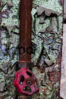 Wasserleitung mit zerbeultem Ventil