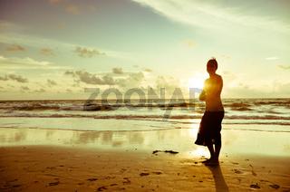 Sonnenuntergang am Strand von Koh Tao / Thailand