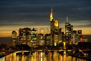 Frankfurt  Skyline am Abend