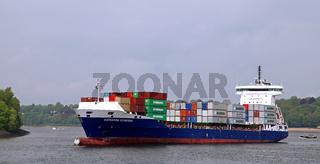 Katharina Schepers läuft in den Hamburger Hafen ein; Katharina Schepers at tour at port of Hamburg
