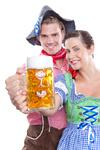 ein bier zusammen halten