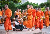 Bettelgang der Mönche in Luang Prabang