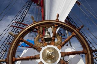 Steuerrad auf einem Segelschiff