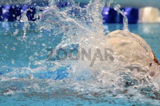 Ausatmen beim Schwimmen
