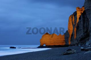 Steilkueste und Strand von Etretat, Normandie, France