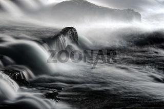 Das Fließen am Wasserfall