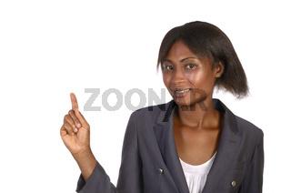 Afrikanische Geschäftsfrau präsentiert