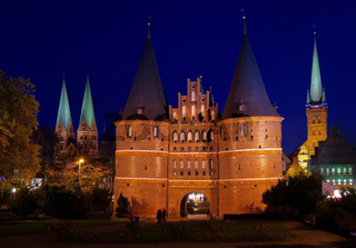 Luebeck Tor Nacht - Luebeck Gate by night 02