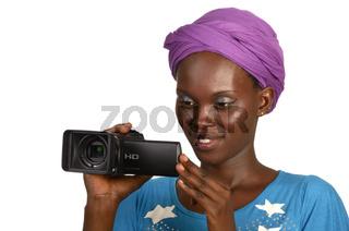 Hübsche Afrikanerin mit Videokamera