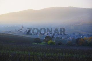 Weindorf Hunawihr mit Wehrkirche, Elsass, France