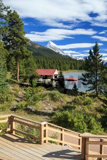 Am Maligne Lake