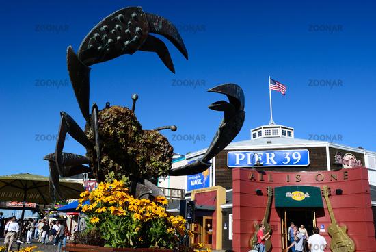 crab statue fishermans wharf