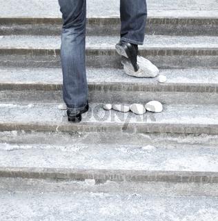 steiniger Weg nach oben - symbolisch