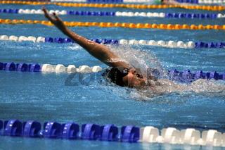 Armzug beim Rueckenschwimmen