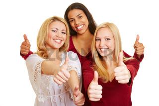 Drei Frauen halten ihre Daumen hoch