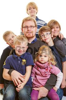 Vater mit vielen Kindern