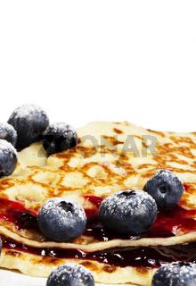 pfannkuchen mit heidelbeeren und marmelade