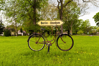 Wegweiser in der Uckermark am Radfernweg Berlin Usedom