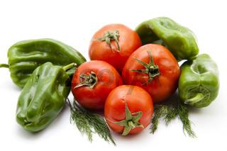 Paprika und Tomaten mit Dill