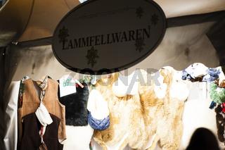 Lammfelle auf dem Weihnachtsmarkt