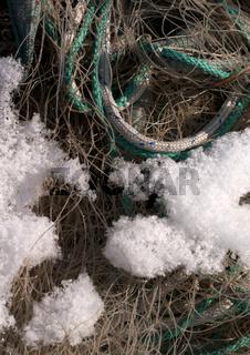 Fischenetz und Schnee