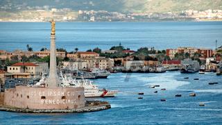 Hafen und Meerenge von Messina